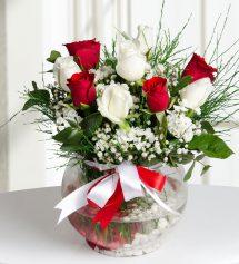 Aşk Küresi 4 Kırmızı ve 5 Beyaz Gül